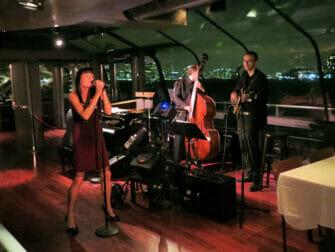 Crucero con cena en Nueva York Bateaux - música en directo