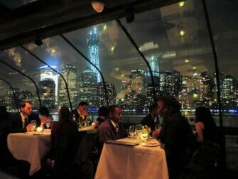 Crucero con cena en Nueva York Bateaux - pasajeros