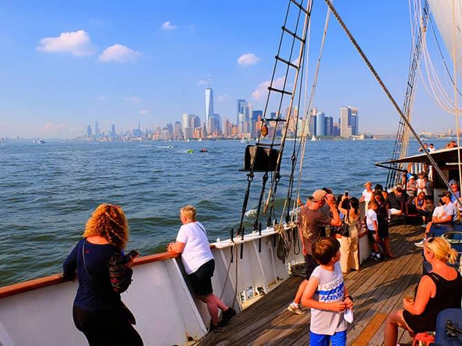 Brunch con champagne en velero - Navegando