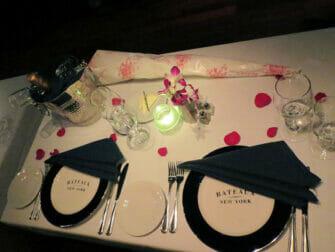 Crucero con cena de San Valentín en Nueva York - mesa