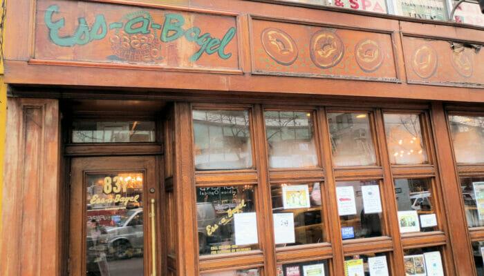 Bagels en NYC - exterior de Ess-a-Bagel