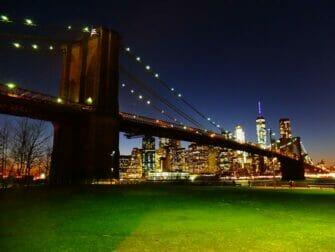 Parques en Nueva York - Brooklyn Bridge por la noche
