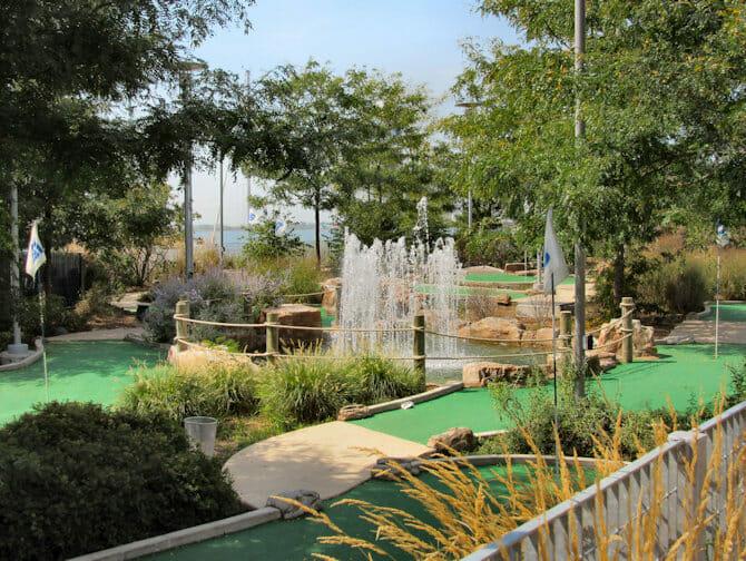 Parques en NYC - Mini-Golf en Pier 25