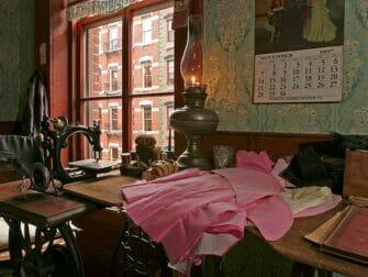 Tenement Museum en Nueva York - Levine Parlor Battman Studios