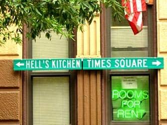 Hell's Kitchen en NYC - letreros
