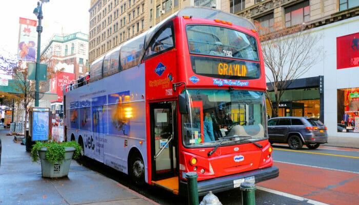 Bus hop on hop off Gray Line en Nueva York   Subiendo al bus