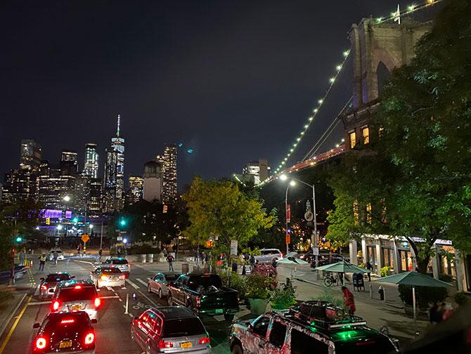 Bus hop on hop off Gray Line en Nueva York - Brooklyn por la noche