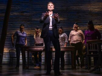 Tickets para Come From Away en Broadway - Tripulación del avión