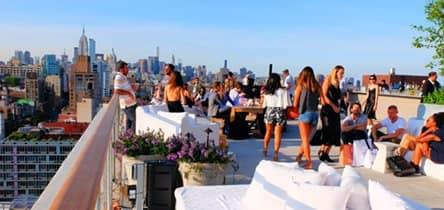 Visita un rooftop bar