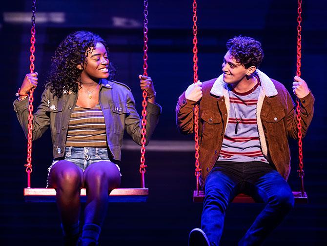 Tickets para Jagged Little Pill en Broadway - En un columpio