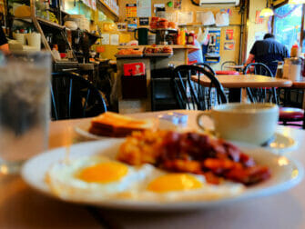 Desayunar en Nueva York - La Bonbonniere breakfast
