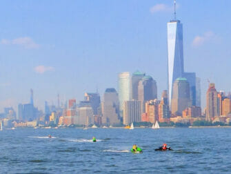 Jet ski en Nueva York One World Trade Center